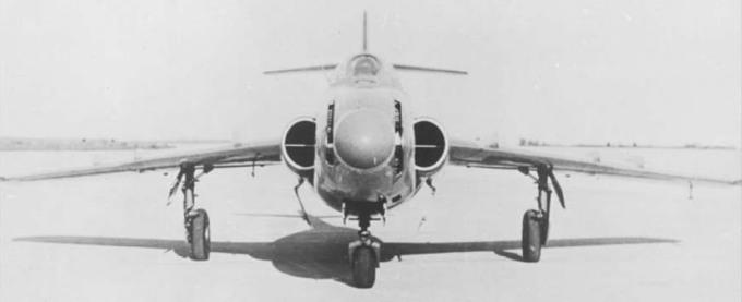 004_MiG-17_SN_001