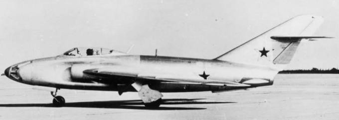 006_MiG-17_SN_003